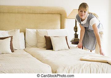 お手伝い, ホテルの部屋, ベッド製造