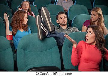 について, 男性, 見守っているムービー, anyone., 若い, don?t, フィート, 間, 彼の, 映画館, 保有物, 席, 心配