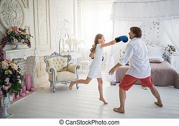 わずかしか, お父さん, ティーンエージャーの少女, 彼女, 戦い