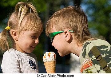 アイスクリーム, 子供, 食べなさい