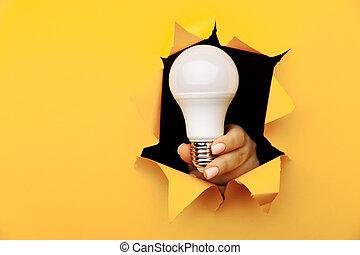 エネルギー, paper., 保有物, 白熱, 穴, 電球, セービング, ライト, 黄色, リードした, 引き裂かれた, 概念, 手