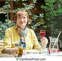 ガラスワイン, レストラン, 女