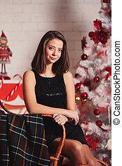 クリスマス, 椅子, 木, 服, 幸せ, 肖像画, 若い女性, 黒, 動揺, 弛緩