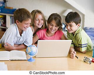 グループ, ラップトップ, 若い, ∥(彼・それ)ら∥, 子供, 宿題