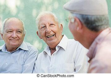 グループ, 男性, 年配, 話し, 笑い, 幸せ