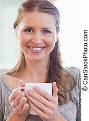 コーヒー, 終わり, カップ, 微笑, の上, 女