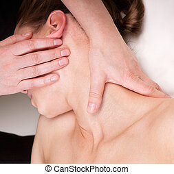 セラピスト, 女, 首, 弛緩, 得ること, 制限された, trapezius, 筋肉, マッサージ