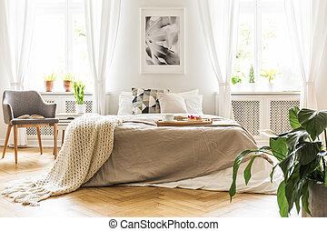 トレー, ライト, 自然, 保温カバー, 灰色, 木製の肘掛け椅子, 到来, 大きい, ベッド, 窓, 本, によって, 寝室, 内部, 流行, 朝食, 開いた