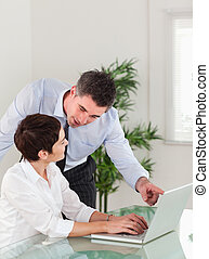 ノート, 彼の, 秘書, マネージャー, 肖像画, 何か, オフィス, 指すこと