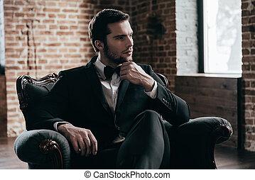 ハンサム, formalwear, 若い, 内部, blood., 保有物, 彼の, 屋根裏, あご, 間, 椅子, 思いやりがある, モデル, 手, 人, 特許権使用料, 離れて, タイ, 見る, 弓