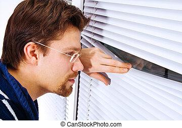 バスローブ, 若い見ること, 窓, から, 人