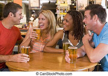 バー, 若い, 笑い, グループ, 飲むこと, 友人