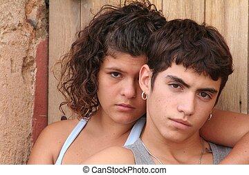 ヒスパニックの 十代の若者たち, 反抗的, スペイン語