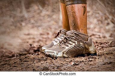 フィート, 泥だらけである