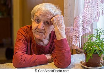 モデル, 年配の女性, 肖像画, テーブル。, gray-haired