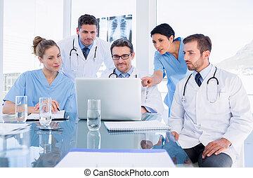ラップトップ, チーム, 使うこと, 集中される, 一緒に, 医学