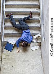 下方に, 落ちる, 階段, 人