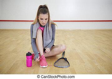 不足分, スポーツ, 壊れなさい, 間, 靴, 結ぶこと, sportsperson