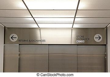 中, エレベーター