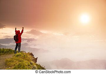 人, 日の出, 山, 立って見守る, 上, バックパック, 若い