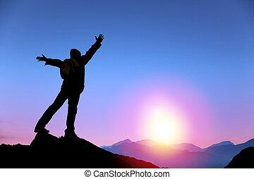 人, 日の出, 山, 立って見守る, 上, 若い