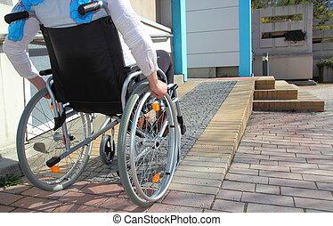 使うこと, 車椅子, 女, タラップ