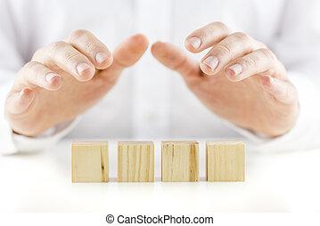 保護的に, 彼の, image., 木製である, 上に, 手, text., 4, 概念, 立方体, 反射, 保有物, ブランク, 準備ができた, テーブル, 白, 人, あなたの, 横列
