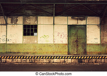 倉庫, 捨てられた