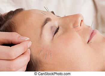 刺鍼術, 待遇, 美顔術, 細部