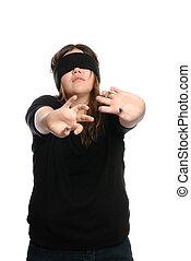 十代, blindfolded