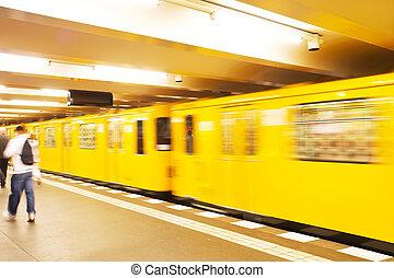 地下の列車