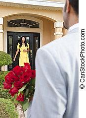 地位, 彼の, ドア, ロマンチック, 妻, 持って来ること, アメリカ人, ∥あるいは∥, ∥(彼・それ)ら∥, 待つこと, 人, アフリカ, ガールフレンド, 花, home., 彼, 幸せ