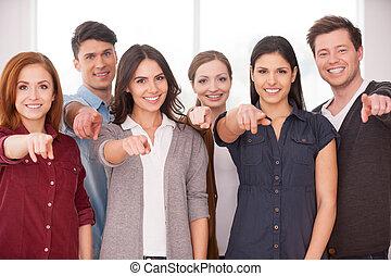 地位, 意志, team?, 参加しなさい, 指すこと, 人々, 私達の, 若い, 朗らかである, 他, それぞれ, 終わり, グループ, あなた