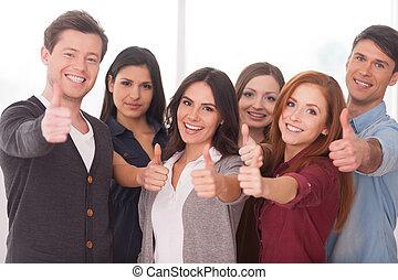 地位, 私達, グループ, 人々, 成功した, 若い, team!, 朗らかである, 他, それぞれ, 終わり, ジェスチャーで表現する
