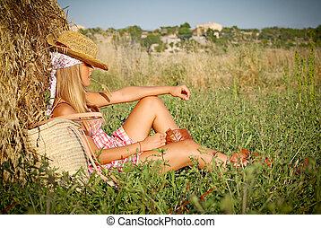 夏, 女性がリラックスする, 若い, フィールド, 屋外で