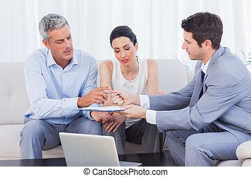 契約, クライアント, 彼の, セールスマン, 妻, 寄付