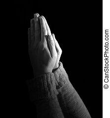 女性の祈ること, 黒い背景