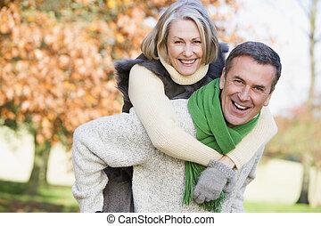 女, 寄付, 乗車, piggyback, 年長 人