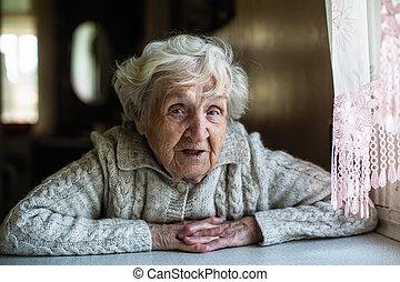 女, 年配, 見る, カメラ。, 肖像画, gray-haired
