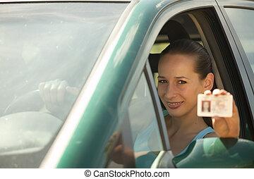 女, 運転免許証, 保有物