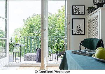 実質, ドア, 木。, balcony., 写真, テーブル, pouf, 光景, 開いた, バルコニー