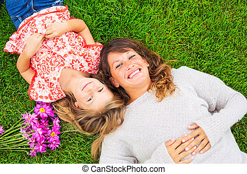 実質, 娘, 弛緩, 母, 出費, 一緒に, 外, 感情, grass., 緑, 時間, 品質, 幸せ