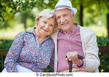 年配の人々