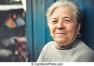 幸せ, 古い, 屋外, 年長の 女性, 微笑