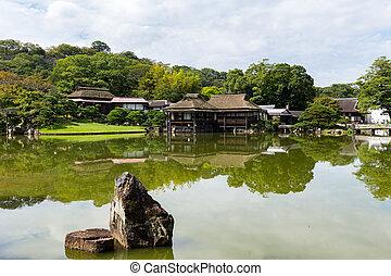 庭の日本人