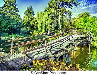 庭の日本人, 秋, 時間