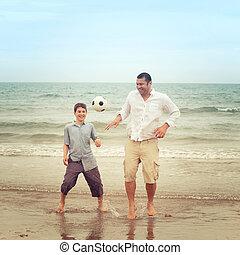 彼の, フットボール, 父, 息子, 間, watche, 浜, 遊び