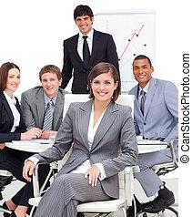 彼女, チーム, 女性, モデル, 経営者, 前部, 強引である