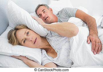 彼女, 夫, ブロックする, 妻, 騒音, いびき, いらいらさせられた, 耳