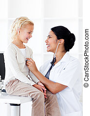彼女, 点検, 女性の医者, 朗らかである, 患者, 健康